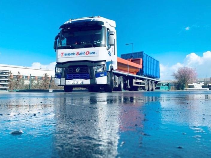 Transport de matériel de chantier BTP en plateaux