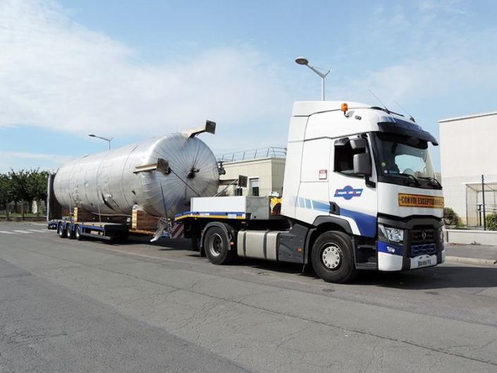 Transports de silos, cuves, etc. en semi-remorques surbaissées (transferts industriels)
